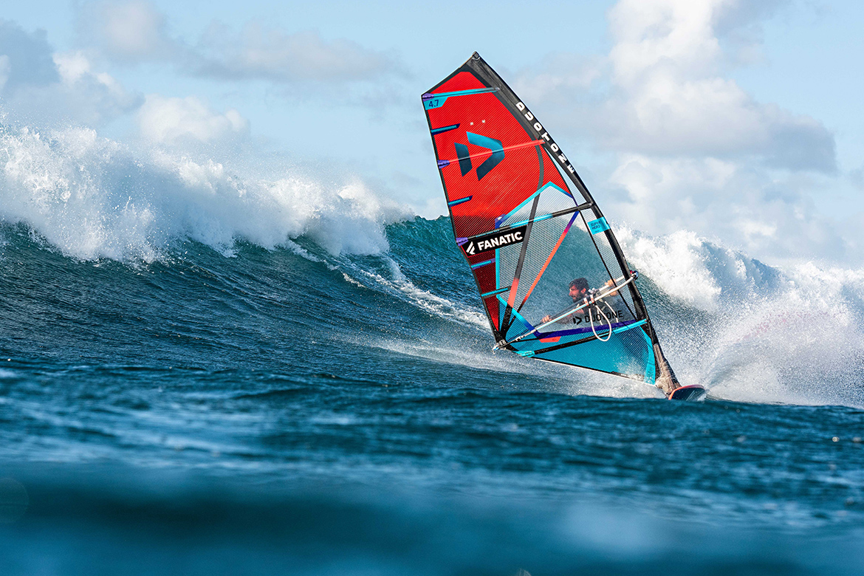 Super_Hero_Duotone_2022_windsurf_vague