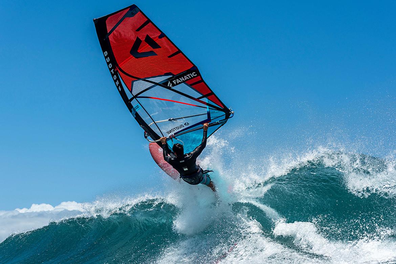Super_Hero_Duotone_2022_Windsurf_wave_vague